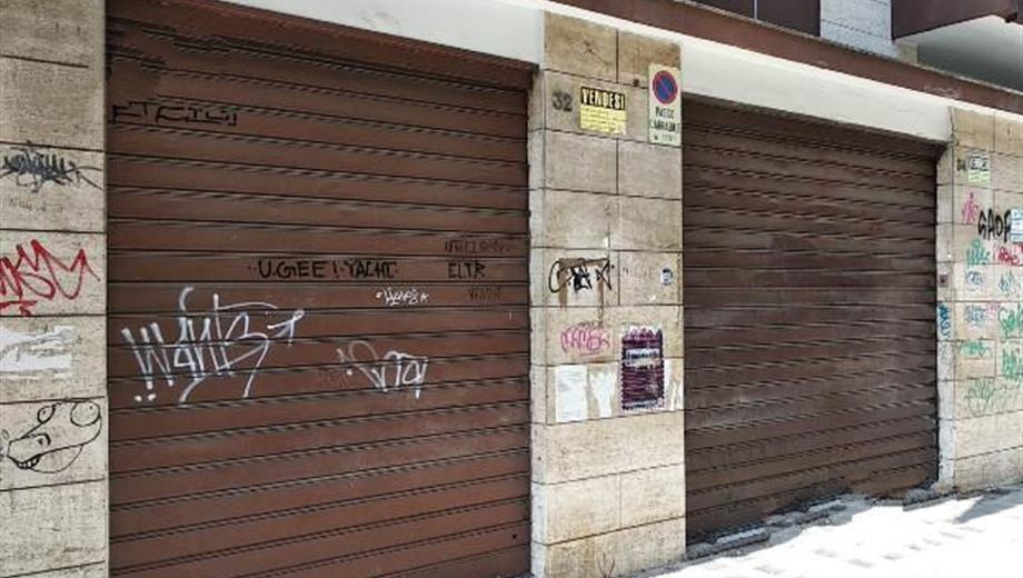 Bari (via Adige) - locali uso uffici  84 + 145 + 58 mq