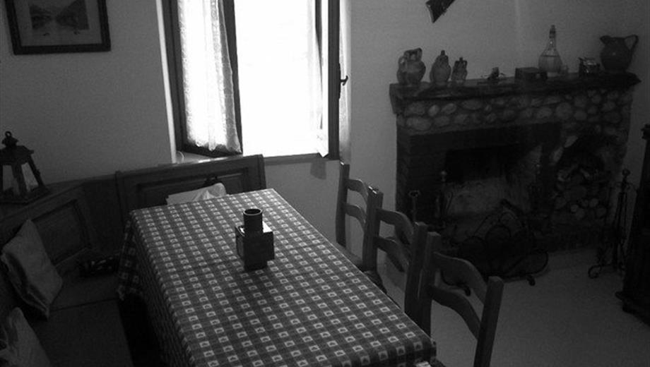 Casa di paese in vendita in via San Paolo, 24 Fiamignano