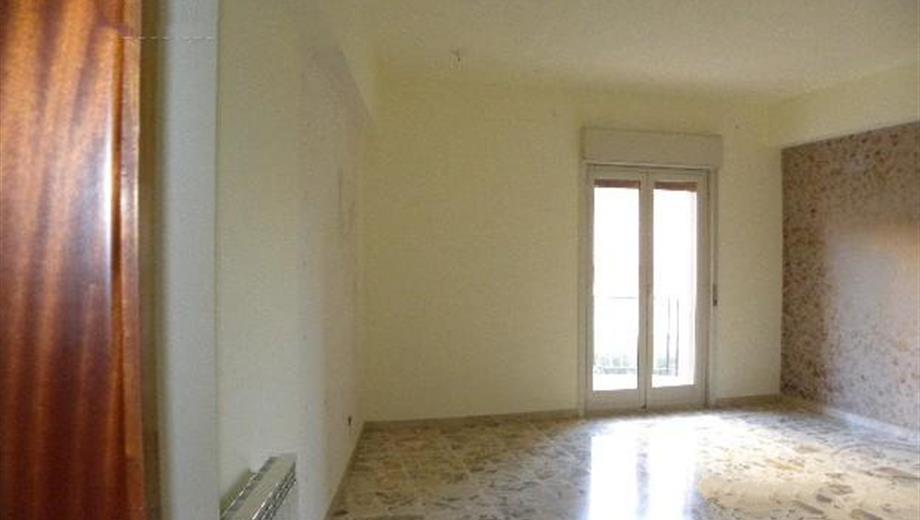 Appartamento 6 vani/2 bagni/1 ripostiglio+garage