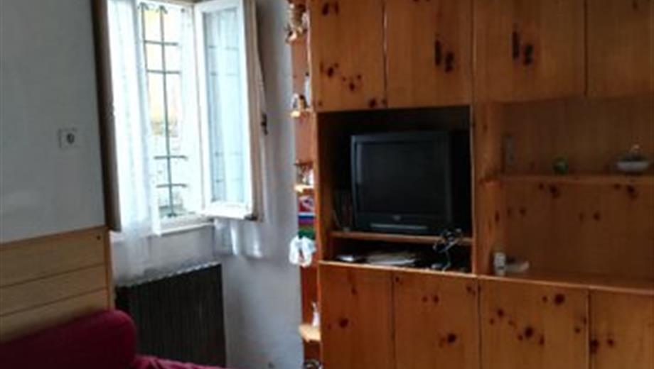 In centro paese Bosio casa su due piani