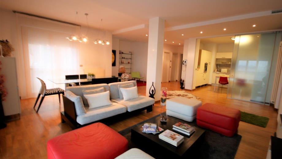 Grande e lussuoso appartamento