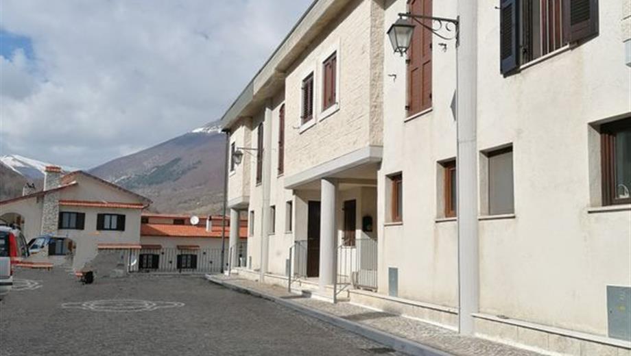 Villetta a Schiera in Vendita in Via Fonte dei Cementi 16 a Opi