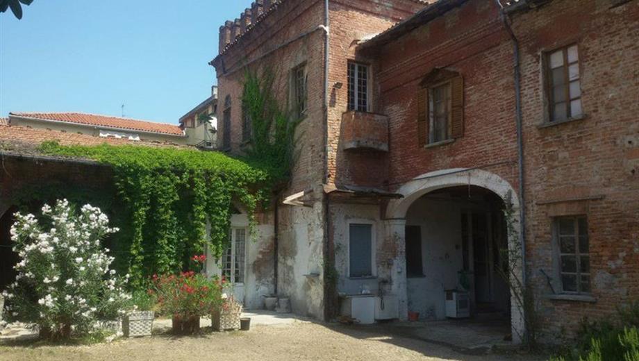 Rustico, Casale in Vendita in Via G. Matteotti a Castelnuovo Scrivia