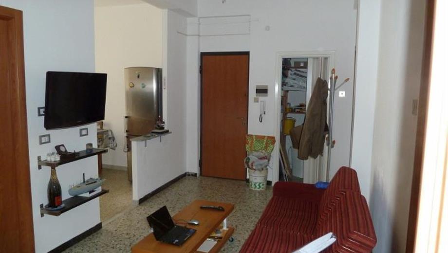 Mazzetta piano alto con ascensore 3 camere e 2 balconi