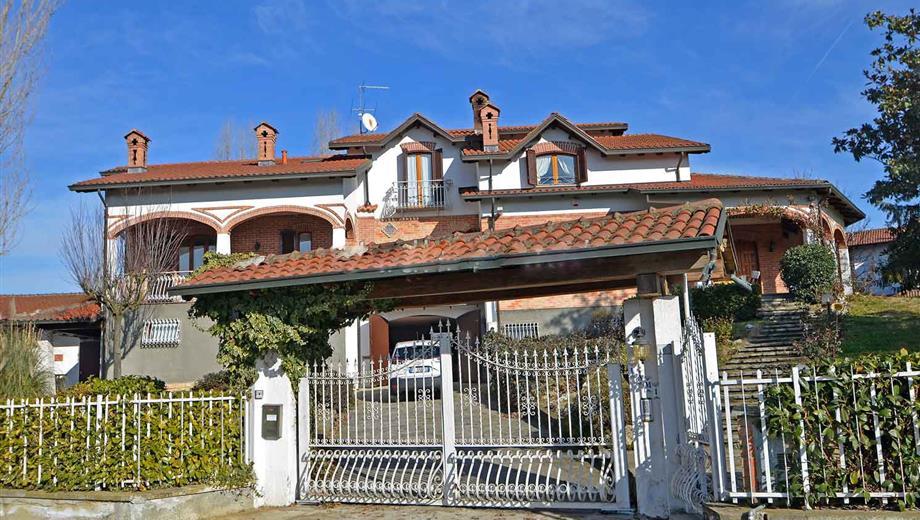 Grande villa anche per 2 famiglie o per unire casa e lavoro