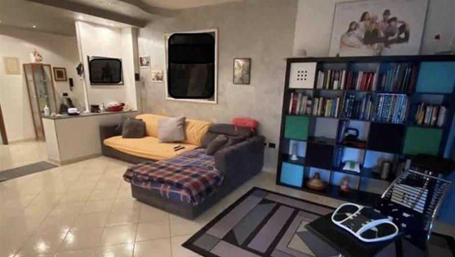 Appartamento in Vendita in zona Zarini a Prato