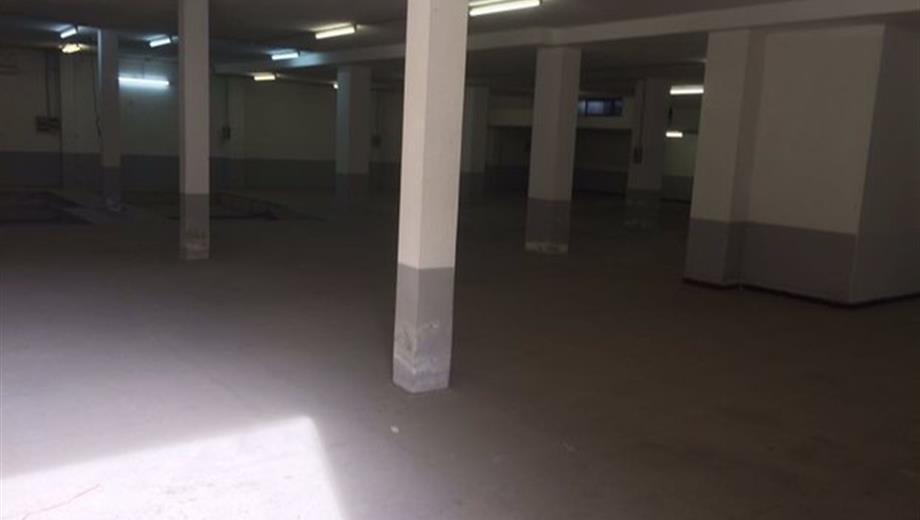Garage in vendita in viale Colombo Cristoforo, 182 , Quartu Sant'Elena
