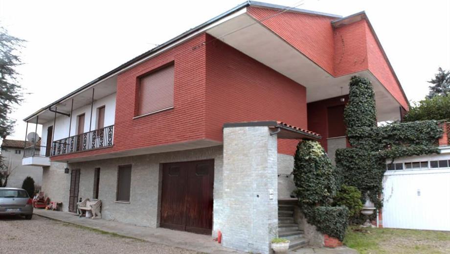 Primo piano VILLA con giardino a Solero (Alessandria) 200 mq