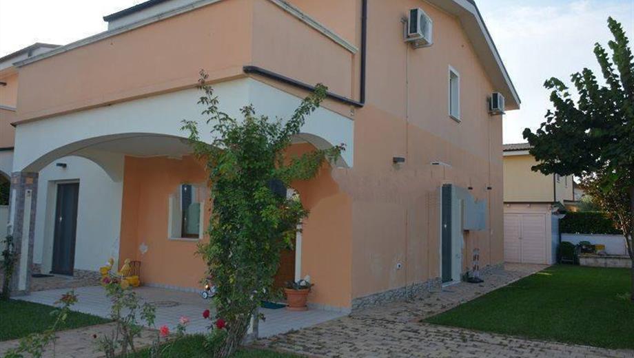 Villa bifamiliare viale San Liberatore 7, Rosciano