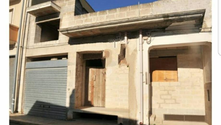 Casa con garage in vendita