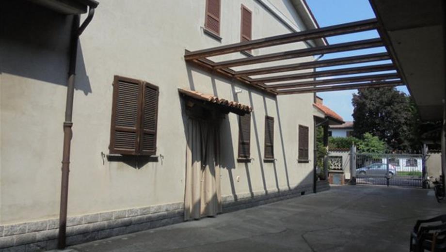 Soresina (CR), 2 ville oltre magazzino e giardino