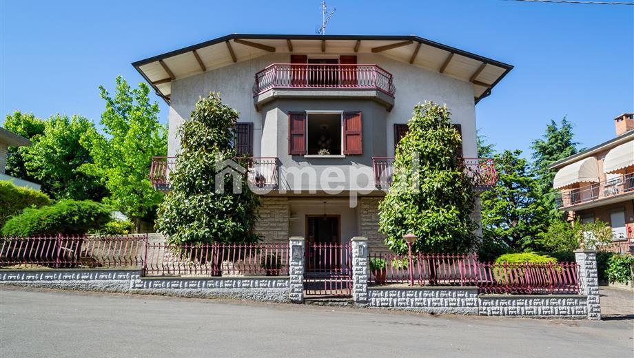 Villa di 3 piani con giardino | Scandiano