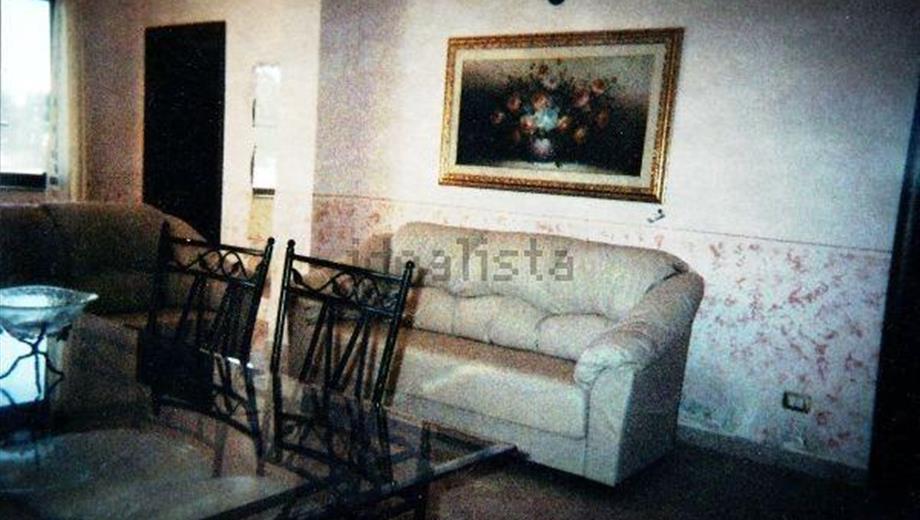 3 appartamenti + 2000 mt di terreno Sant'Anna