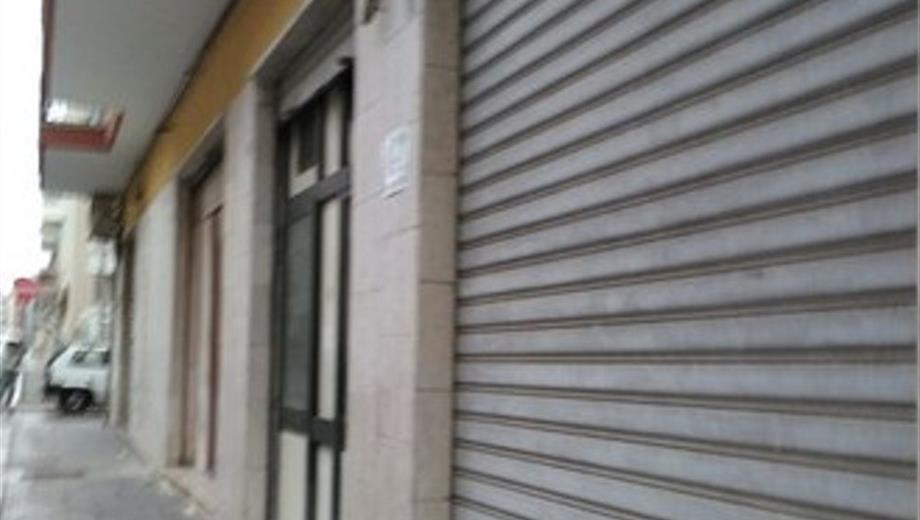 Vendo Locale Commerciale Via Giulio Cesare 62-64-66 - Rione Commenda - Brindisi