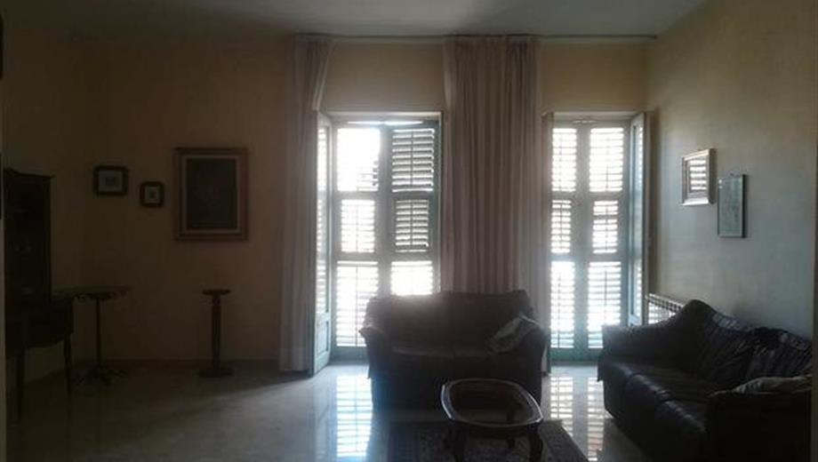 Vendesi appartamento centro storico discrete condizioni