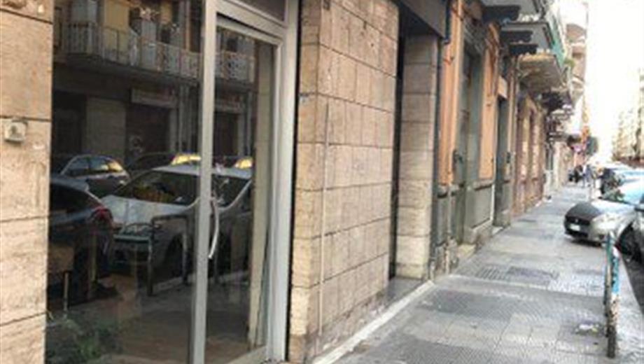 Locale commerciale in Vendita in Via Montello 29 a Bari