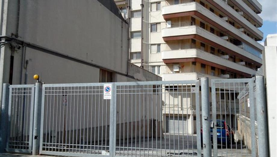 Garage spazioso parcheggio per più auto in vendita a Pescara