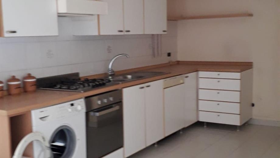 Luminoso appartamento quadrivani+ cucina+servizi