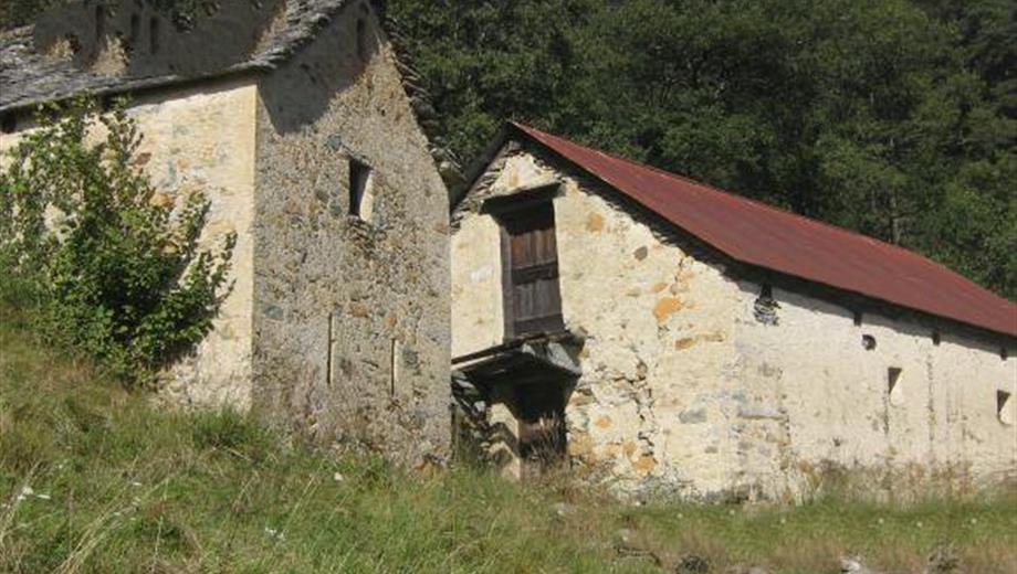Due rustici con terreno 25.000 €